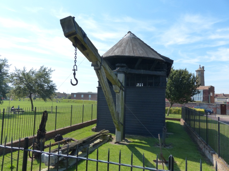The treadwheel crane was originally built in 1667 and was used within the Naval dockyard in the town