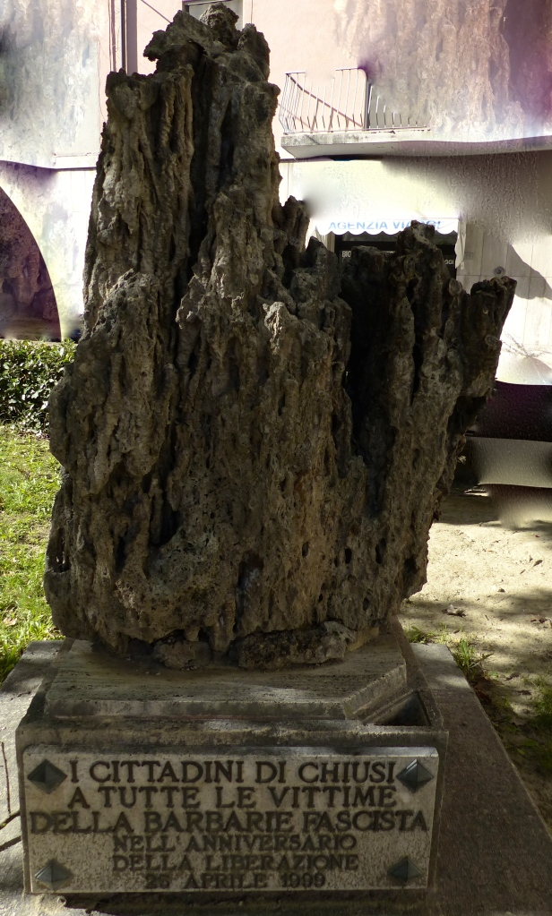 This looked like a petrified tree trunk. The plaque reads 'From the citizens of Chiusi to all victims of fascist barbarism on the anniversary of the liberation'